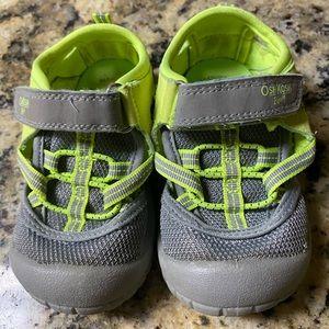 Size baby 5 Oshkosh sandal/tennis shoes